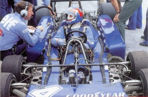 Tyrrell P34 1976 - Patrick Depailler works to set it up