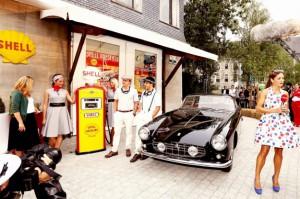 Lo storico binomio Ferrari e Shell celebrato con foto retrò...