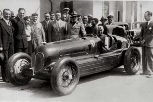 ALFA ROMEO 16C BIMOTORE - 1935 - La Scuderia Ferrari e Tazio Nuvolari al volante